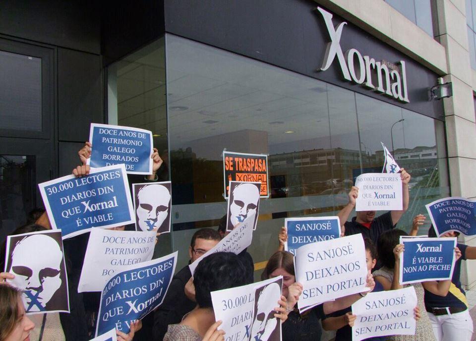Protestas de los trabajadores de Xornal de Galicia antes su cierre