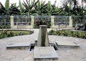Tumba homenaje de las tres hermanas